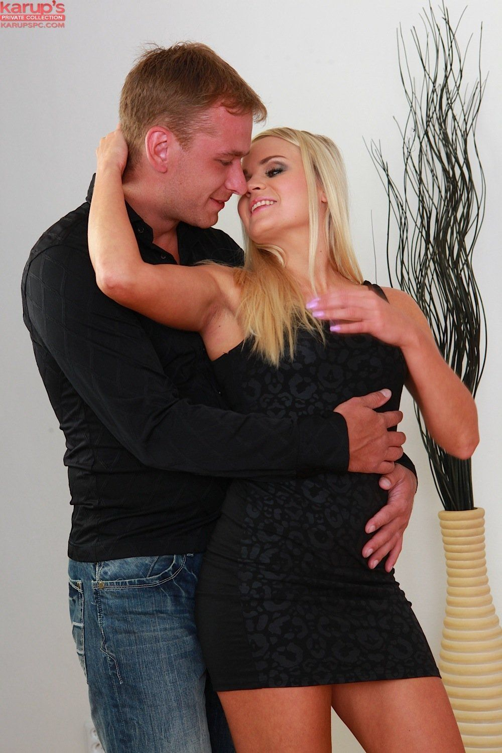 Blonde chick Barra Brass does anal sex after just meeting a guy  867026