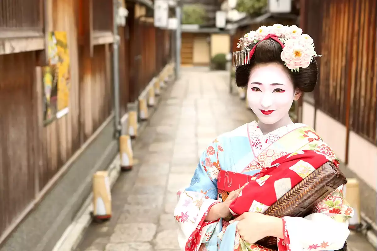 a description of being born as raised to be a kyoto geisha